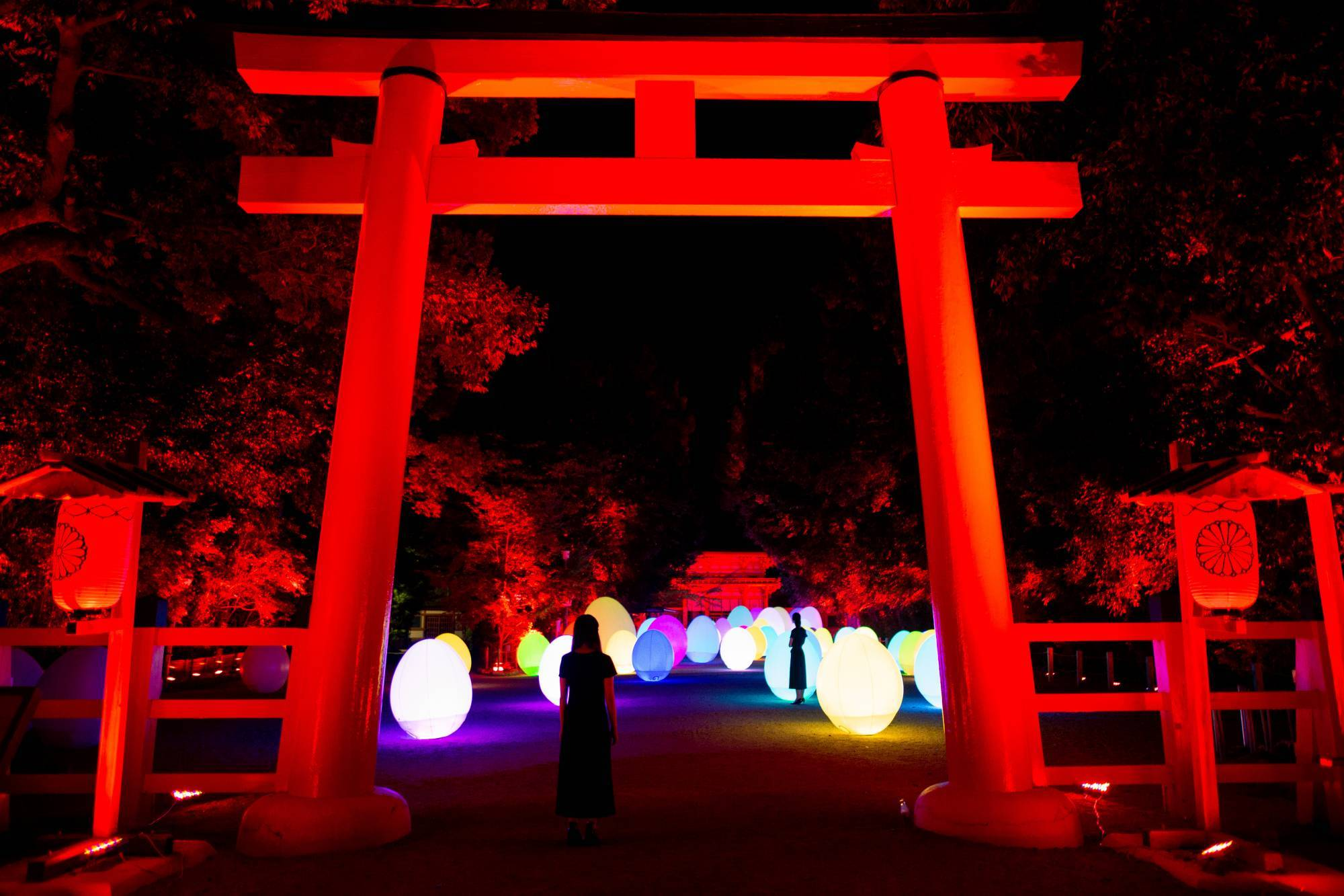 世界遺産「下鴨神社」がアート空間に! チームラボが手がける光と音の野外ミュージアム