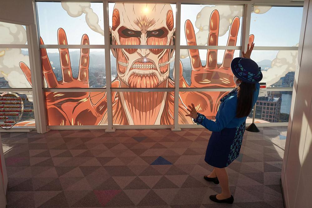 福岡タワーに超大型巨人が襲来!?