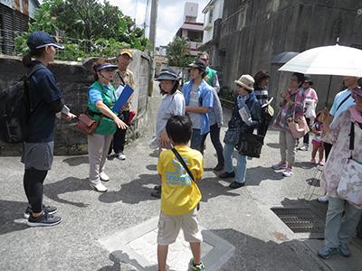 特撮ファン必見! 「ウルトラマン」シリーズの脚本家・金城哲夫氏の生家などを巡るまち歩きツアーが開催
