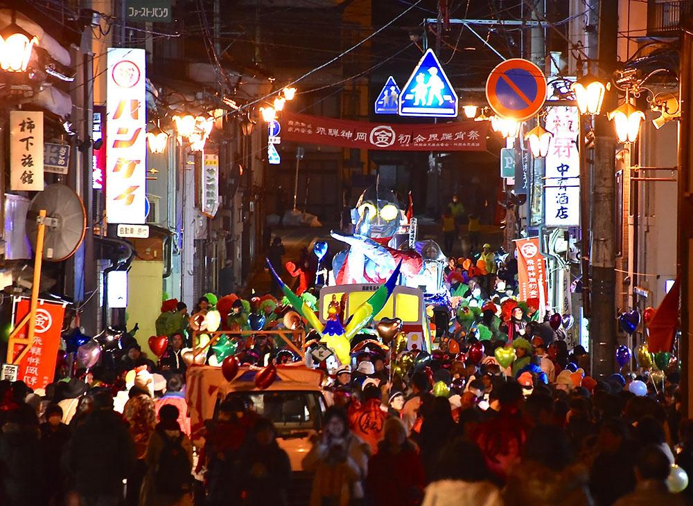 """""""振る舞い""""がスゴイ! 岐阜県飛騨市の冬なのに熱い祭り"""